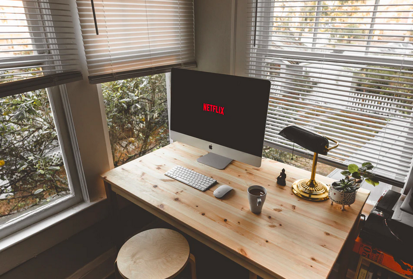 black-screen-netflix-computer