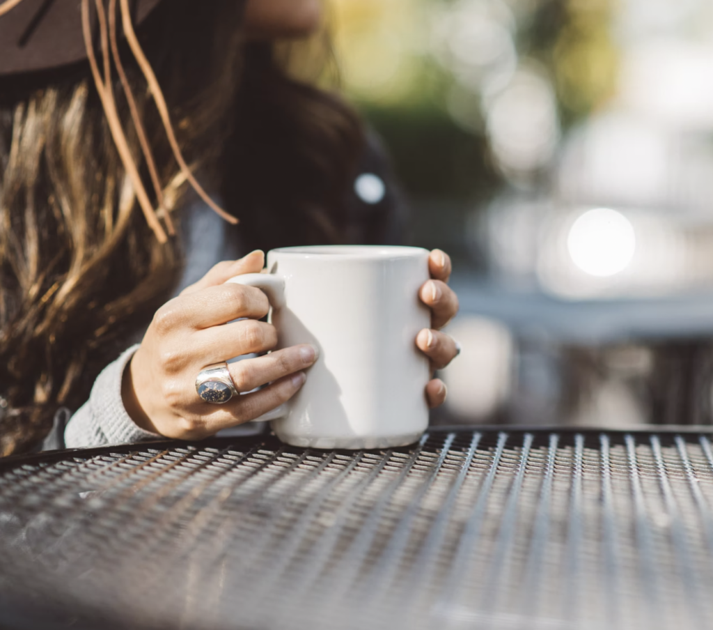 woman drink coffee (cup)